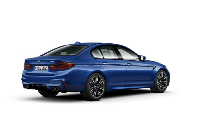 Vista Tres cuartos trasera izquierda del BMW M M5