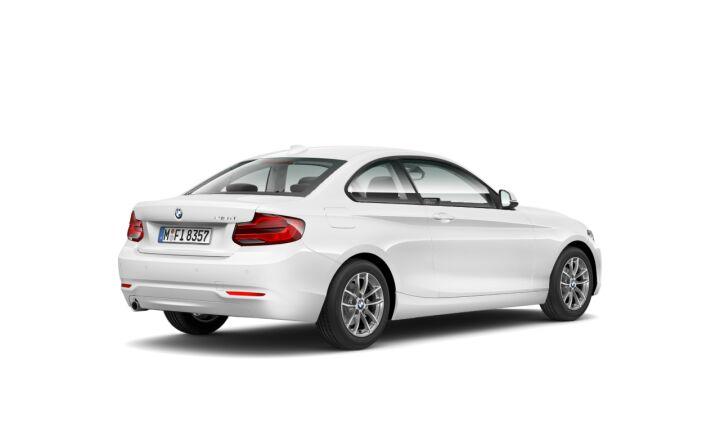 Vista Tres cuartos trasera izquierda del BMW Serie 2 218d Coupe 110 kW (150 CV)