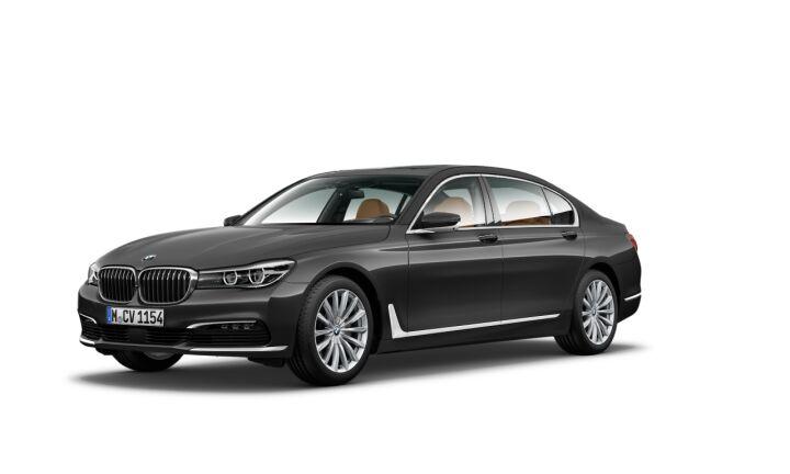 Vista Tres cuartos delantera izquierda del BMW Serie 7 730Ld
