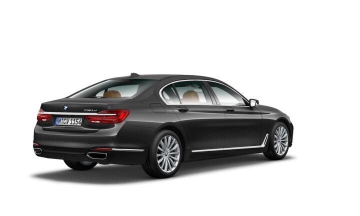 Vista Tres cuartos trasera izquierda del BMW Serie 7 730Ld