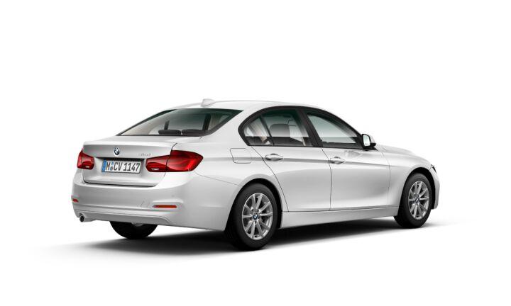 Vista Tres cuartos trasera izquierda del BMW Serie 3 318i