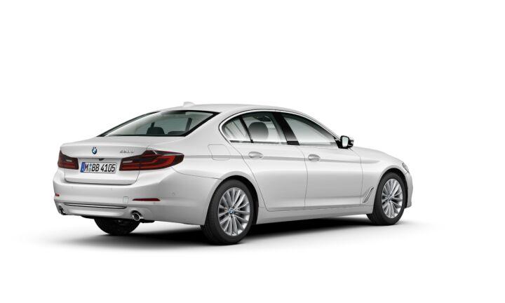 Vista Tres cuartos trasera izquierda del BMW Serie 5 520d
