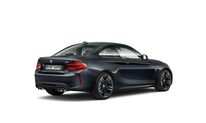 Vista Tres cuartos trasera izquierda del BMW M M2 Coupe