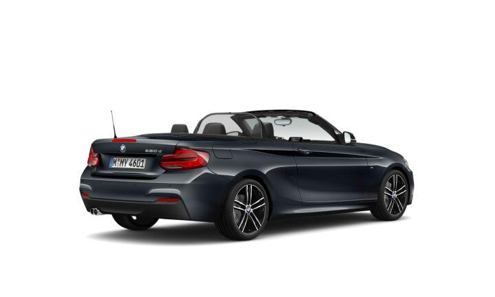 Vista Tres cuartos trasera izquierda del BMW Serie 2 220d Cabrio