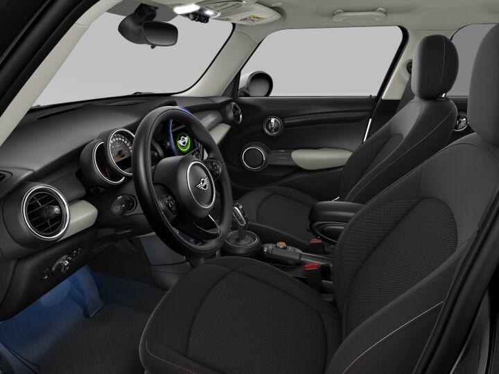 Vista Interior derecha del MINI 5 Puertas Cooper D 85 kW (116 CV)