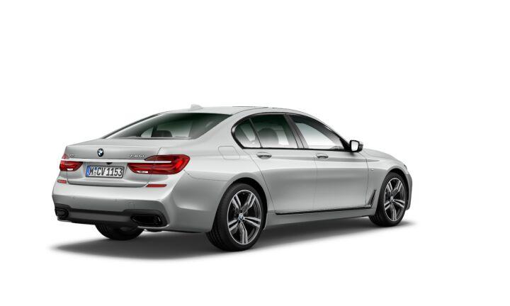 Vista Tres cuartos trasera izquierda del BMW Serie 7 730d