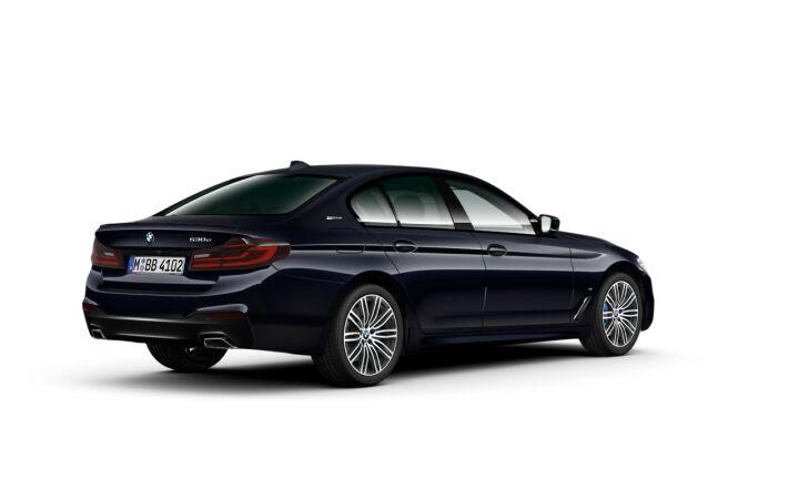 Vista Tres cuartos trasera izquierda del BMW Serie 5 530e iPerformance