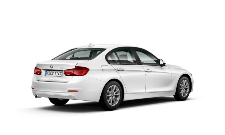 Vista Tres cuartos trasera izquierda del BMW Serie 3 316d