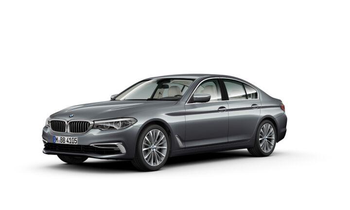 Vista Tres cuartos delantera izquierda del BMW Serie 5 520d