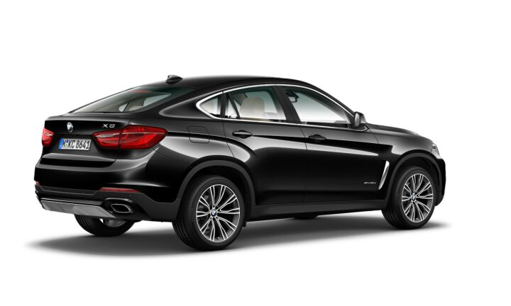 Vista Tres cuartos trasera izquierda del BMW X6 xDrive30d