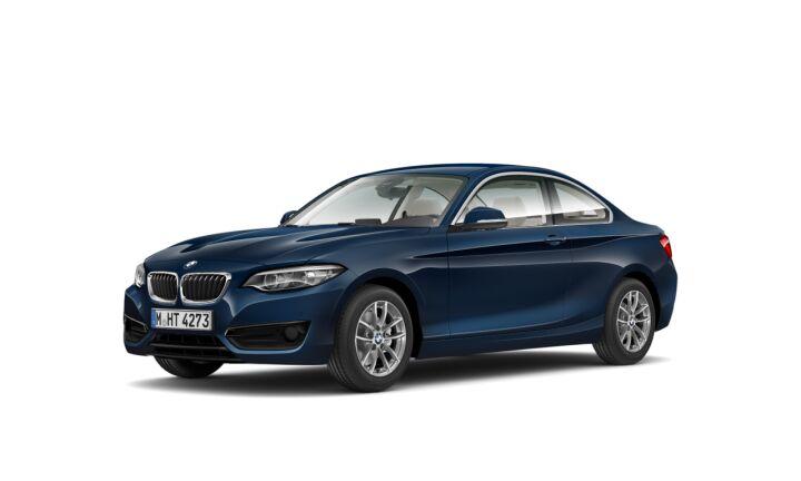 Vista Tres cuartos delantera izquierda del BMW Serie 2 220i Coupe