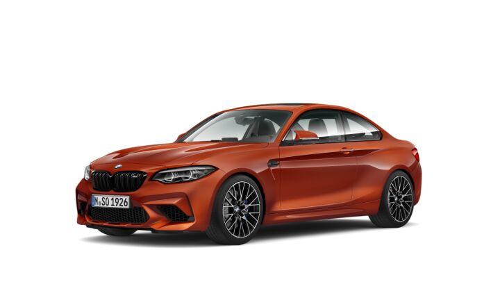 Vista Tres cuartos delantera izquierda del BMW M M2 Competition