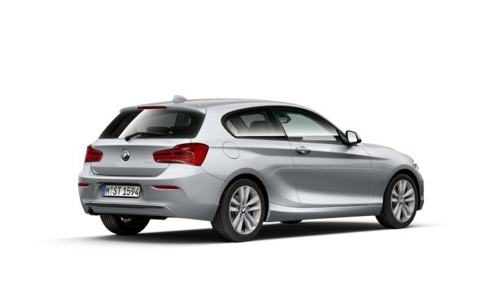 Vista Tres cuartos trasera izquierda del BMW Serie 1 118i 100 kW (136 CV)