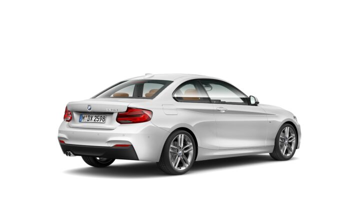Vista Tres cuartos trasera izquierda del BMW Serie 2 220d Coupe