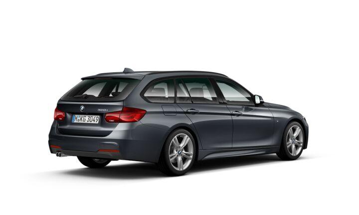 Vista Tres cuartos trasera izquierda del BMW Serie 3 320i Touring