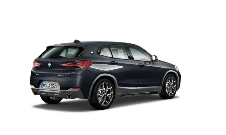 Vista Tres cuartos trasera izquierda del BMW X2 xDrive20d