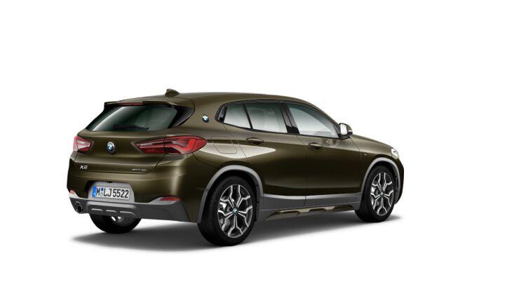 Vista Tres cuartos trasera izquierda del BMW X2 sDrive18i