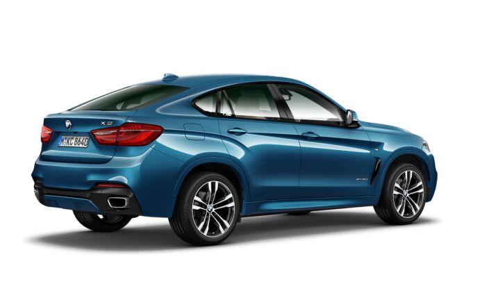 Vista Tres cuartos trasera izquierda del BMW X6 xDrive40d