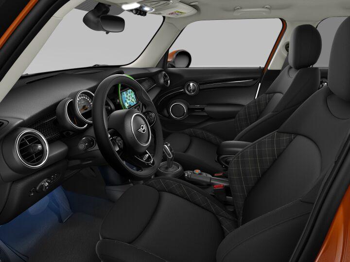 Vista Interior derecha del MINI 5 Puertas Cooper SD 125 kW (170 CV)