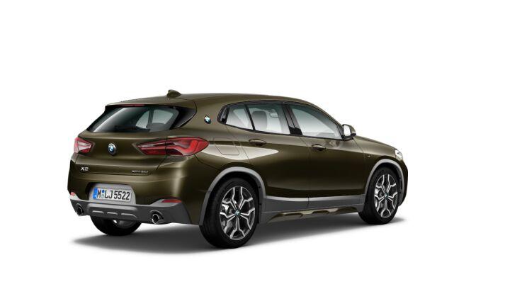 Vista Tres cuartos trasera izquierda del BMW X2 sDrive18d