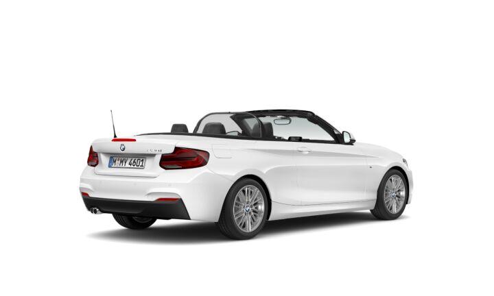 Vista Tres cuartos trasera izquierda del BMW Serie 2 220i Cabrio