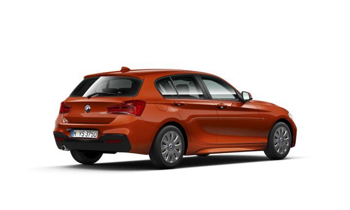 Vista Tres cuartos trasera izquierda del BMW Serie 1 118i