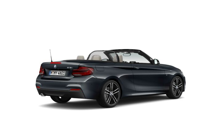 Vista Tres cuartos trasera izquierda del BMW Serie 2 218i Cabrio