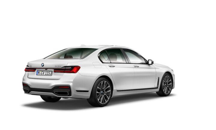 Vista Tres cuartos trasera izquierda del BMW Serie 7 740d