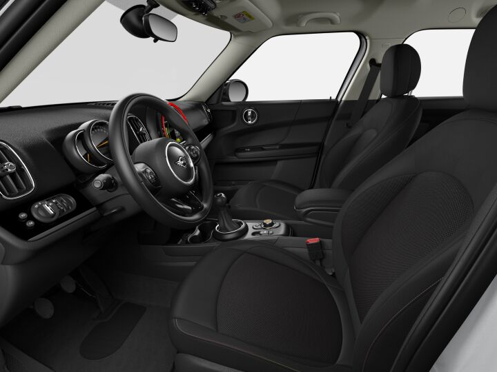 Vista Interior derecha del MINI Countryman Cooper S E ALL4 165 kW (224 CV)
