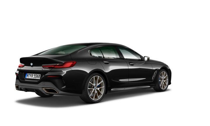 Vista Tres cuartos trasera izquierda del BMW Serie 8 M850i Gran Coupe