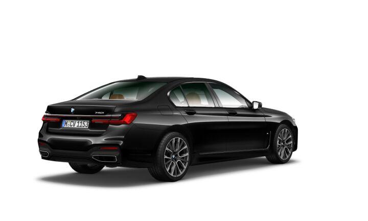 Vista Tres cuartos trasera izquierda del BMW Serie 7 740i
