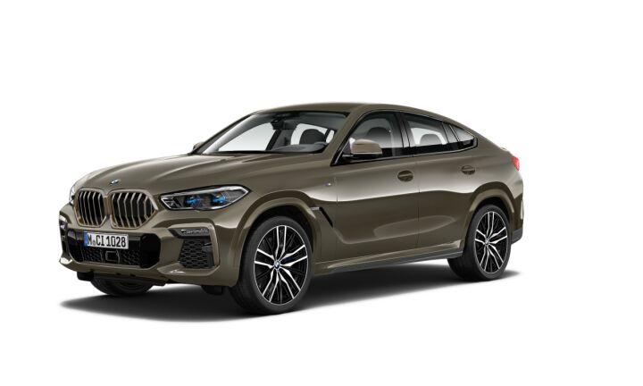 Vista Tres cuartos delantera izquierda del BMW X6 M50d