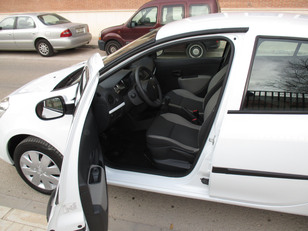 Foto 4 de Renault Clio 1.2 GLP 16V Business 55kW (75CV)