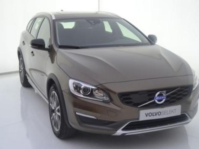 Foto 1 Volvo V60 Cross Country D4 Momentum Auto 140kW (190CV)