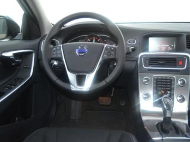 Foto 6 Volvo V60 Cross Country D4 Momentum Auto 140kW (190CV)