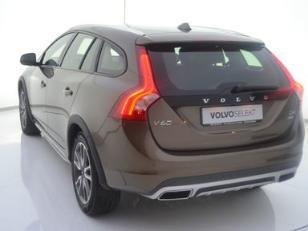 Foto 3 de Volvo V60 Cross Country D4 Momentum Auto 140kW (190CV)
