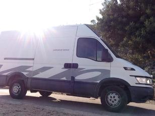 Foto 2 de Iveco Daily Furgon 35 S 3000C 85kW (116CV)