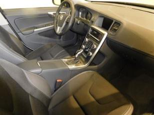 Foto 3 de Volvo V60 Cross Country 2.4 D4 AWD Momentum Auto 140kW (190CV)
