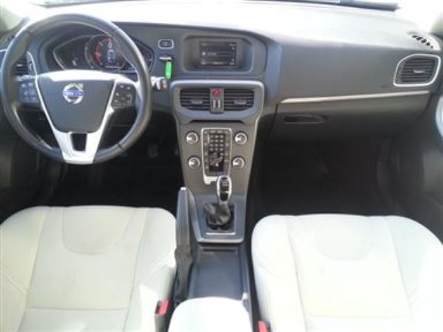 Foto 3 Volvo V40 D2 Momentum 85kW (115CV)