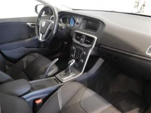 Foto 3 de Volvo V40 D3 Momentum Auto 110kW (150CV)