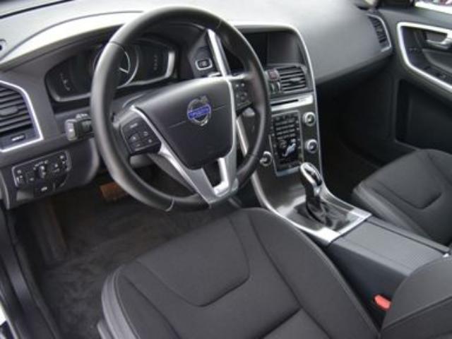 Foto 5 Volvo XC60 2.4 D4 AWD Momentum Auto 140kW (190CV)