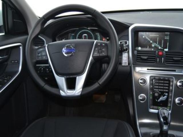 Foto 6 Volvo XC60 2.4 D4 AWD Momentum Auto 140kW (190CV)