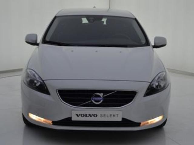 Foto 3 Volvo V40 D3 Momentum Auto 110kW (150CV)