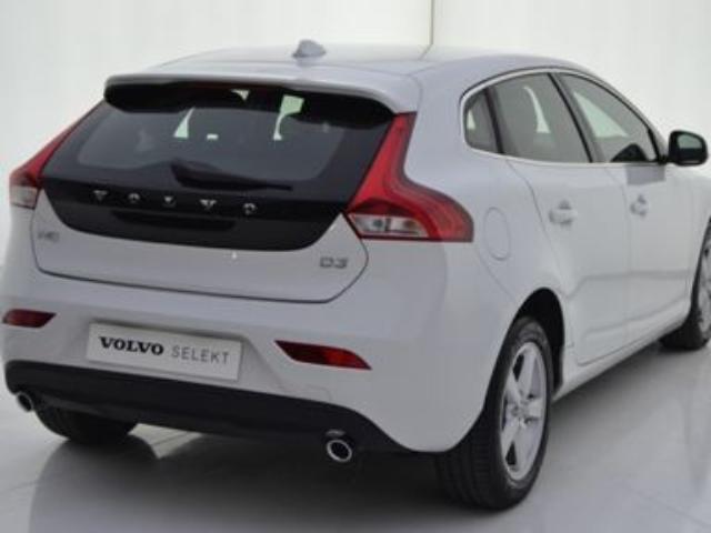 Foto 4 Volvo V40 D3 Momentum Auto 110kW (150CV)
