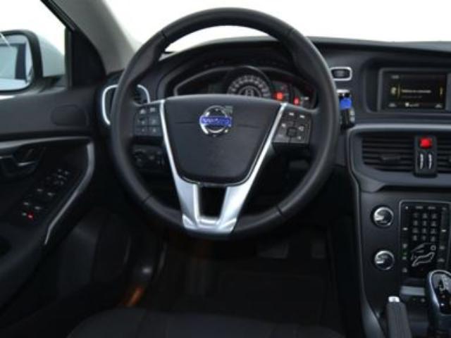 Foto 6 Volvo V40 D3 Momentum Auto 110kW (150CV)