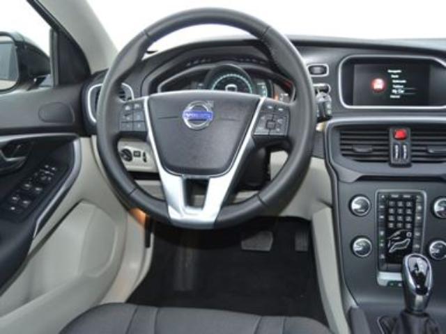 Foto 6 Volvo V40 Cross Country 2.0 D3 Momentum Auto 110kW (150CV)