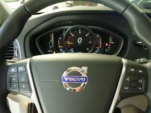 Foto 2 de Volvo V40 Cross Country 2.0 D3 Momentum Auto 110kW (150CV)