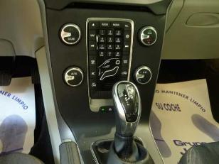 Foto 3 de Volvo V40 Cross Country 2.0 D3 Momentum Auto 110kW (150CV)