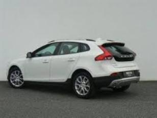 Foto 3 de Volvo V40 Cross Country D2 Momentum 88 kW (120 CV)