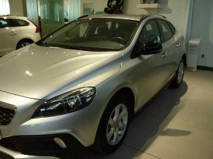 Foto 3 de Volvo V40 Cross Country 2.0 D2 Momentum 88kW (120CV)